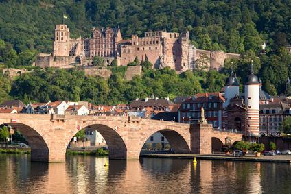 Heidelberger Schloss und Alte Brücke im Sommer